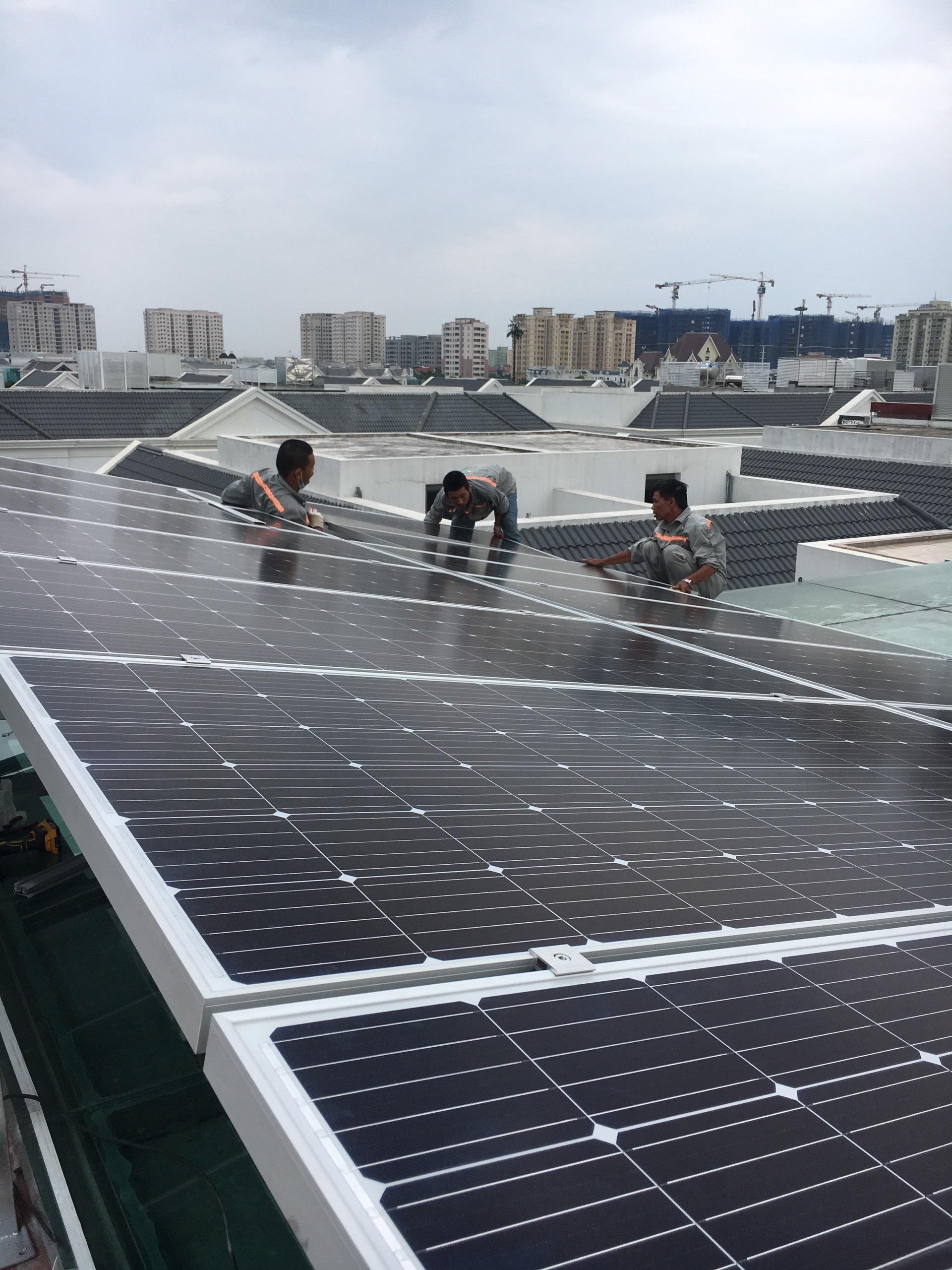 Bảng so sánh 3 hệ thống điện mặt trời: hòa lưới, độc lập, hòa lưới có lưu trữ