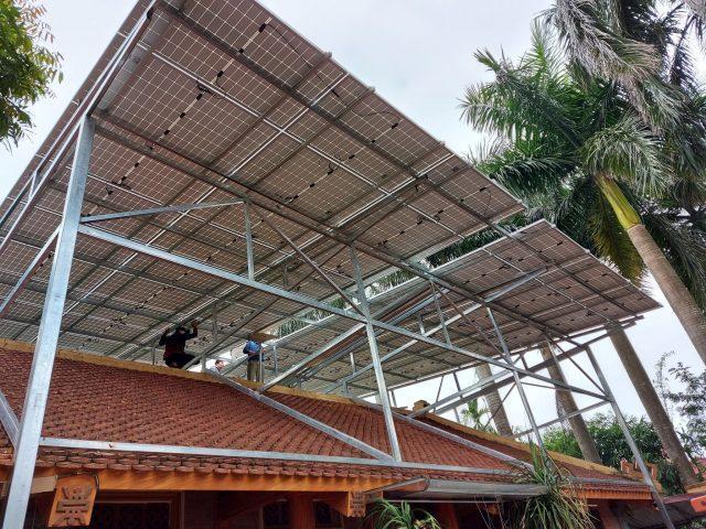 hệ thống điện mặt trời với dàn đỡ vô cùng chắc chắn