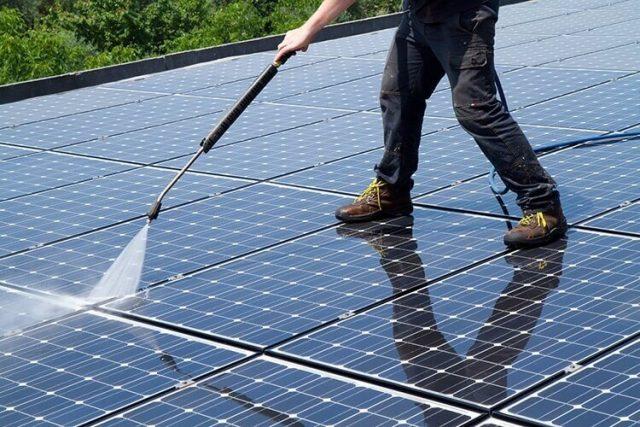 Cách vệ sinh pin năng lượng mặt trời hiệu quả và đơn giản nhất