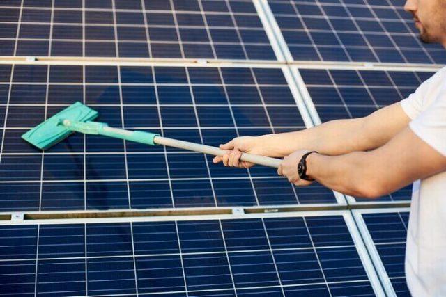 Dịch vụ vệ sinh tấm pin năng lượng mặt trời trọn gói