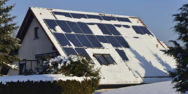 các tấm pin năng lượng mặt trời có hoạt động vào mùa đông không